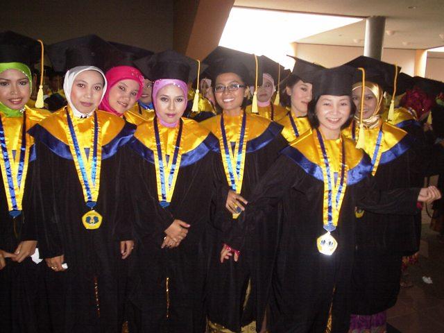 Wisuda Mahasiswi Poltekkes Banten